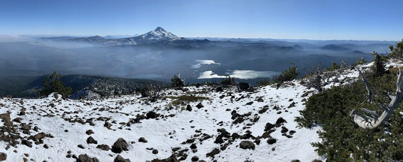 A panoramic view of the summit of Olallie Butte, Mount Jefferson